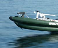 船首と船尾にフィッシングツールを装着するスコッティパッドを搭載