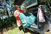 専用の袋に入れて小さな車のトランクにも収納可能